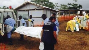 В больнице Сьерра-Леоне, июль 2014г.