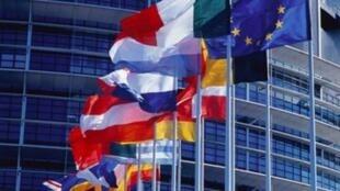 歐盟總部前的各國國旗