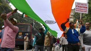 Au Bangalore, 140 personnes ont été arrêtées ce lundi alors qu'elles manifestaient contre la loi sur la citoyenneté.