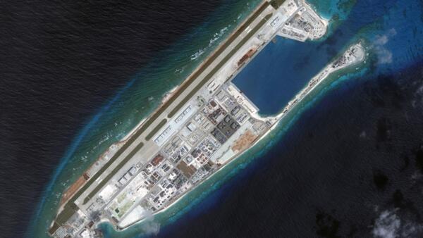 Đá Chữ Thập, một trong những đảo nhân tạo Trung Quốc xây ở Trường Sa. Ảnh chụp từ vệ tinh ngày 09/03/2017.