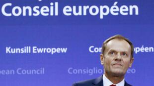 O presidente do Conselho Europeu, Donald Tusk, ao apresentar as propostas da União Europeia ao Reino Unido nesta terça-feira (2).