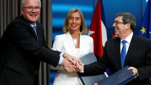 Ủy viên Châu Âu Mimica, (T), lãnh đạo Ngoại giao Châu Âu Mogherini và ngoại trưởng Cuba Rodriguez (P) tại Bruxelles ngày 15/05/2018.