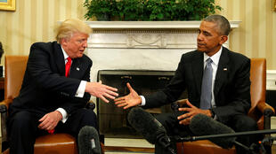 Избранный президент США Дональд Трамп (слева) и действующий президент США Барак Обама в Белом доме, 10 ноября 2016 г.