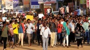 Des manifestants soudanais défilent à Khartoum, le 21 octobre 2019.