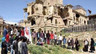 """هدف برگزارکنندگان مراسم """"از اسلحه تا گاندی""""، اعتراض به ناامنی و جنگ در افغانستان میباشد."""