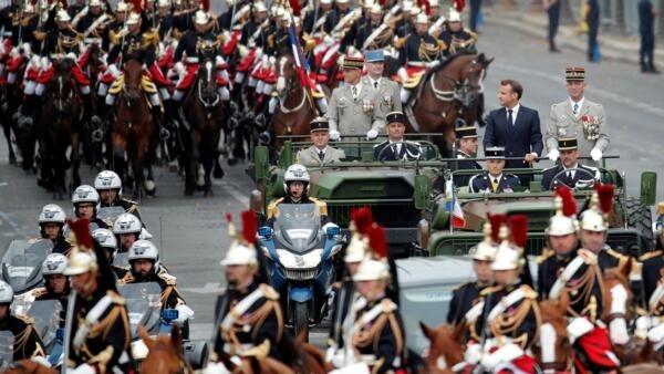 2019年法國總統馬克龍參加國慶閱兵資料圖片