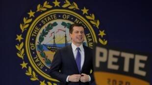 Pete Buttigieg, pré-candidato democrata à eleição presidencial e ex-prefeito de South Bend, em Indiana, discursa durante a campanha em Laconia, New Hampshire. Em 4 de fevereiro de 2020.