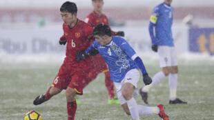 Cầu thủ Lương Xuân Trường (áo đỏ) trong trận chung kết lịch sử tại Thường Châu Trung Quốc hôm 27/01/2018.