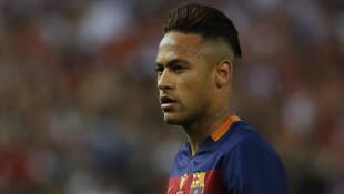 Neymar é acusado de corrupção em sua transferência para o Barcelona.