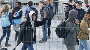 """Migrant minors leave the temporary housing before their transfer by French authorities to reception centres across the country at the end of the dismantlement of the camp called the """"Jungle"""" in Calais, France, November 2, 2016."""