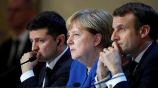 """Эмманюэль Макрон, Ангела Меркель и Владимир Зеленский на """"нормандском саммите"""" в Париже 9 декабря 2019."""