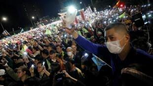 Những người ủng hộ tổng thống Thái Anh Văn trong một cuộc mít-tinh tại Đài Bắc ngày 10/10/2020.
