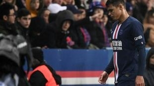 Le défenseur brésilien du Paris SG Thiago Silva quittant la pelouse au bout de 17 minutes de jeu contre Bordeaux dimanche en Ligue 1