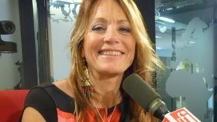 La cantante argentina Bárbara Luna en los estudios de RFI
