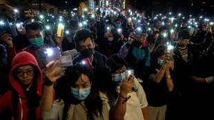 Акция в поддержку манифестантов, укрывающихся в Политехническом университете Гонконга, 19 ноября 2019