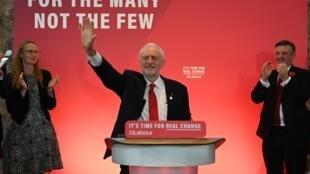 Jeremy Corbyn à la tête du Parti travailliste lors du lancement de sa campagne pour les élections anticipées du 12 décembre, à Londres, le 31 octobre 2019.