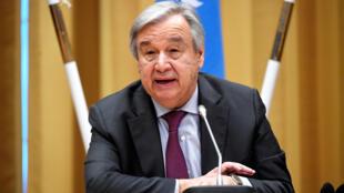 Le secrétaire général des Nations unies, Antonio Guterres, lors de la conférence de presse qui clôture les pourparlers de paix sur le Yémen à Rimbo, près de Stockholm, le 13 décembre 2018.