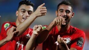 L'Égyptien Yasser Rayan (à droite) célèbre son but face au Ghana. Le 11 novembre 2019.