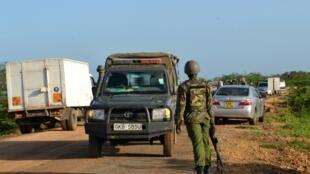 Un membre des forces de l'ordre kényan dans le comté de Lamu, le 2 janvier 2020. (image d'illustration)