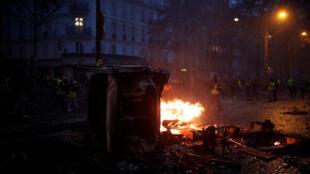 Cena de violência em Paris, durante mais uma mobilização dos coletes amarelos. 01 de Dezembro de 2018