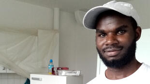 Le Tchadien Mahamoud Mahamed Dahab est employé en CDI par l'entreprise de peinture en bâtiment Rayan S, basée à Brionne, dans le département de l'Eure.