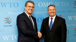 Roberto Azevedo (esquerda), diretor-Geral da OMC, anunciou as previsões nesta terça-feira, em Genebra.