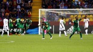Les Nigérians exultent après leur premier but face au Mali, en finale de la Coupe du monde des moins de 17 ans.