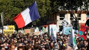 Les manifestants contre la réforme des retraites se joignent à ceux qui défilent pour le climat.