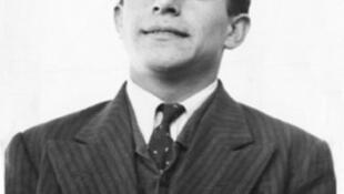 فریدون مشیری، شاعر سالهای نوجوانی