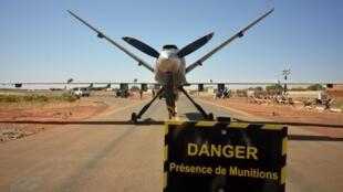 Un drone armé français stationné sur la base de Barkhane à Niamey, Niger, le 15 décembre 2019.
