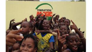 L'école primaire publique « Magic System » d'Anoumabo accueille 300 enfants. C'est la première des écoles nées du progamme « un Femua, une école ».
