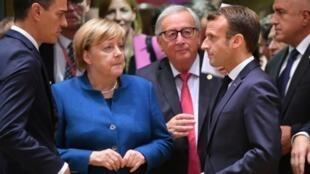 德国总理默克尔、欧盟委员会主席容克与法国总统马克龙资料图片