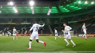 Le match Borussia Mönchengladbach-FC Cologne, joué à huis-clos le 11 mars 2020, avant l'arrêt des compétitions en raison du Covid-19.