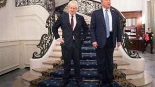 នាយករដ្ឋមន្រ្តីអង់គ្លេស លោកBoris Johnson និងប្រធានាធិបតីអាមេរិកលោក Donald Trump នៅក្រោយជំនួបទ្វេភាគីនៅទីក្រុងបីយ៉ារីដស៍ ប្រទេសបារាំងថ្ងៃទី ២៥សីហា ២០១៩