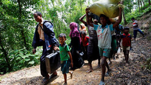 Rohingya people walk towards the makeshift shelter near the Bangladesh-Myanmar border, after being restricted by the members of Border Guards Bangladesh (BGB), to further enter the Bangladesh side, in Cox's Bazar, Bangladesh August 28, 2017