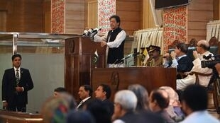 """عمران خان، نخست وزیر پاکستان روز چهارشنبه ۱۴ اوت/ ۲۳ مرداد اعلام کرد که کشورش """"به هرگونه حمله از سوی هند در بخش کشمیر پاسخ خواهد داد""""."""