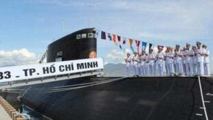 圖為網傳越南進口俄羅斯基洛級攻擊潛艇圖片