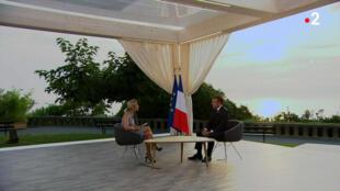 Entretien du président Macron avec la journaliste Anne-Sophie Lapix, sur France 2. Biarritz, le 27 août, en clôture du G7.
