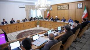 """روز چهارشنبه ٢٧ شهریور/١٨ سپتامبر، حسن روحانی در جلسۀ هیأت دولت گفت که آمریکا و متحدانش نمیخواهند باور کنند که ملتهای یمن، سوریه یا حزبالله لبنان دارای """"توانمندیهای بالای علمی و نظامی"""" هستند."""