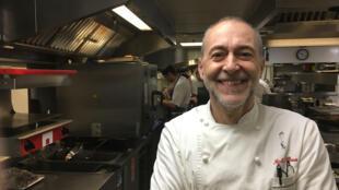 Le chef Michel Roux Jr, dans son restaurant Le Gavroche, à Londres, 2 étoiles au guide Michelin.
