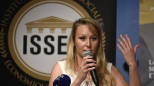 Marion Maréchal en conférence de presse dans son institut de sciences sociales, économiques et politiques, à Lyon, pour le premier anniversaire de l'institution, ce vendredi 14 juin 2019.