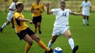 Pratiquer régulièrement et de façon saine, le football améliore l'équilibre et la résistance.