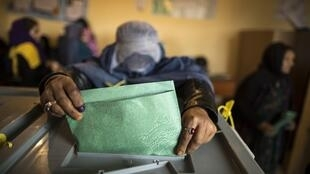 An woman casts her ballot at a polling station in Mazar-i-Sharif, northern Afghanistan