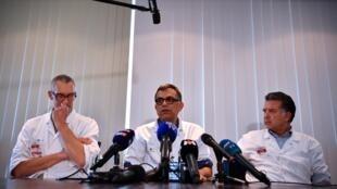 O médico Yazdan Yazdanpanah, no centro da imagem, apresentou os avanços nas pesquisas em busca de um tratamento para o novo coronavírus