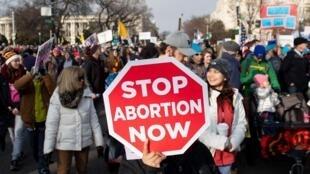 """Ativistas antiaborto na """"Marcha pela Vida"""" realizada em 18 de janeiro de 2019, em Washington."""