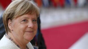 A chanceler alemã Angela Merkel quer endurecer a luta contra neonazistas na Alemanha, que teme o avanço da extrema direita.