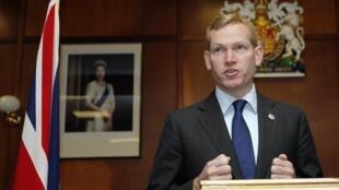 Jeremy Browne, el ministro británico de Exteriores y de la Commonwealth, este 12 de junio de 2012 en Puerto Stanley, Malvinas.