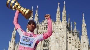 Alberto Contador al coronarse ganador del Giro de Italia