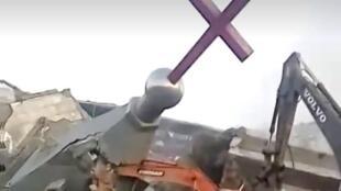 一份網絡視頻顯示山西臨汾某教堂十字架被拆除現場。拍攝時間不詳