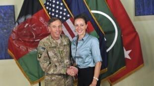 O ex-diretor da CIA David Petraeus com sua biógrafa, Paula Broadwell, na origem do escândalo de adultério.